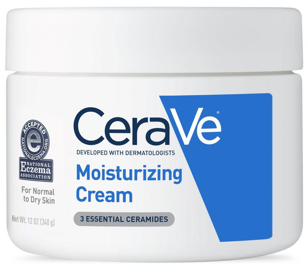 CeraVe: Desarrollado con dermatólogos En 2005, los dermatólogos de CeraVe desarrollaron una línea de productos para el cuidado de la piel enriquecidos con una combinación de tres ceramidas esenciales (ceramidas 1, 3 y 6-II), ácidos grasos y otros lípidos para ayudar a reparar y fortalecer la barrera natural de la piel. Tecnología CeraVe Se desarrolló un revolucionario sistema de administración denominado MultiVesicular Emulsion Technology (MVE), que libera ingredientes hidratantes en el transcurso de 24 horas, capa por capa, para ayudar a mantener la piel suave todo el día. CeraVe nace Con la combinación de ceramidas y MVE, CeraVe se lanzó en 2006 con tres productos principales, Crema humectante, Loción hidratante y Limpiador hidratante. Cerave hoy Actualmente, CeraVe ofrece más de 70 productos que ofrecen productos para el cuidado de la piel para todos, desarrollados con la experiencia de los dermatólogos. Al ser la solución asequible, accesible y recomendada por un dermatólogo para hidratar, restaurar y reabastecer la piel, CeraVe ha recibido más premios Seal of Acceptance TM de la National Eczema Association que cualquier otra marca. Cerave CeraVe tiene un ingrediente mágico: CERAMIDAS. ¿Sabes lo que son las ceramidas? Cuidado de la piel avanzado sin receta. CeraVe contiene las tres necesidades esenciales de piel sana de ceramidas.